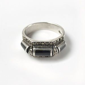 Jewelry - Vintage silver, jet & marcasite ring